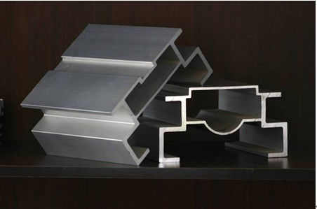China Elastic Ratio Aluminium Moulding Profiles With Wood Grain Painting 6m Length supplier